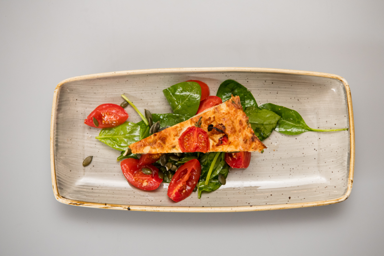 Budinca Conopida si Salata din rosii cherry, baby spanac si seminte de dovleac coapte